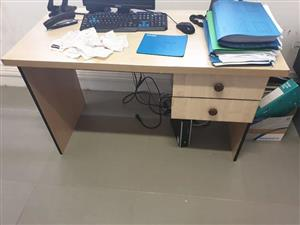 Light wooden desk with 2 drawers