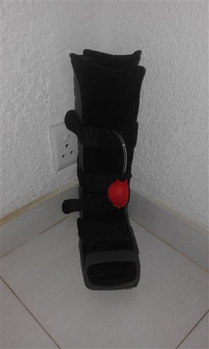 Moonboot with built-in pump. Demo model.