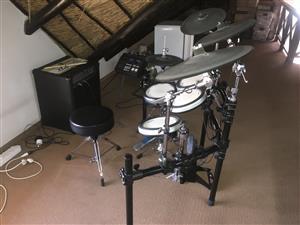 Yamaha Electronic Drums DTX 750