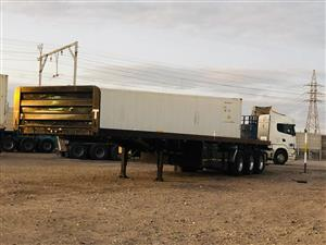 Tri axle top trailer
