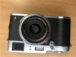 Fujifilm X100T + 4 Batteries & Leather Case