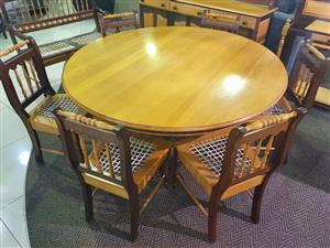 Yellow Wood 6 Seater Round Dining Table for sale WAS R 11195 NOW R 7900