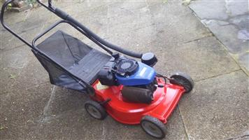 Yamaha MT 110 Petrol lawnmower in excellent condition
