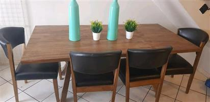 Beautiful 6 seater dining table + chairs. Big bargain!