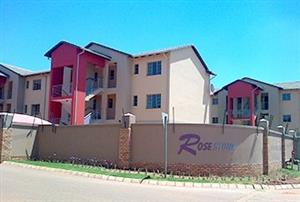 2 bed 2 bath balcony Apartment with secure 24hr manned security - Centurion Monavoni