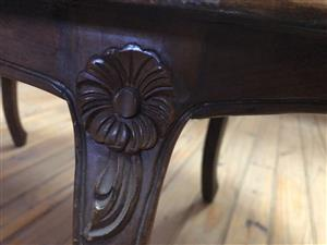 beautifull wooden coffe table with flower inset