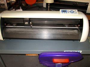 V-1127 V-Series High-Speed USB Vinyl Cutter, 1120mm Working Area, In-house VinylCut