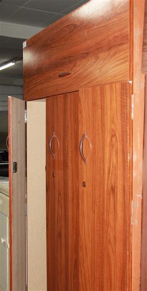 S034632A 3 door wardrobe #Rosettenvillepawnshop