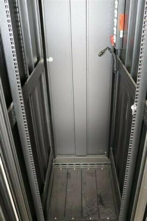 Modrac 42U Free-standing Server-Cabinet | 2000mm(h) x 600mm(w) x 1000mm(d)