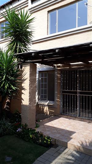 TO RENT 2 bedr WELL CARED FOR DUPLEX IN  WOODHILL MANOR