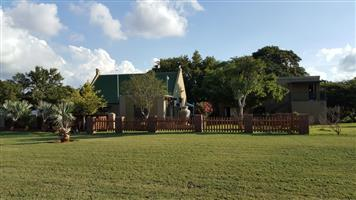 SINOVILLE, KENLEY ONCE IN A LIEFETIME INVESTMENT (1 HECTARE) PLOT WITH A 3 BEDROOM  MAIN HOUSE , Price R 3 650 000