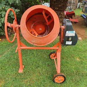 140lt Concrete/Cement mixer For sale