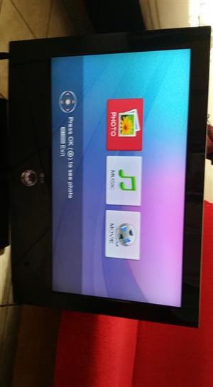 "LG 32"" tv (remote included) x 2 HDMI x1 USB"