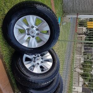 toyota hilux ryms/tyres 265/65/R17