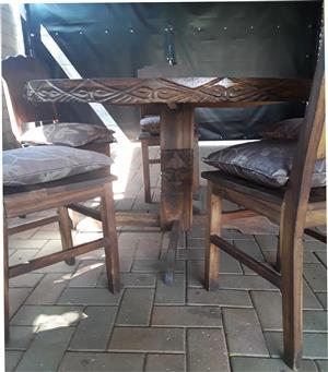 Uitgekerfde Unieke Zimbabwe Kiaat Hout Eetkamerstel te koop