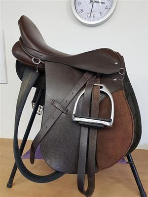 "Beautiful Brown Hilltop saddle 18"" fully fitted"