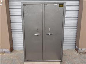 Big 10 Rifle Double Door Safe