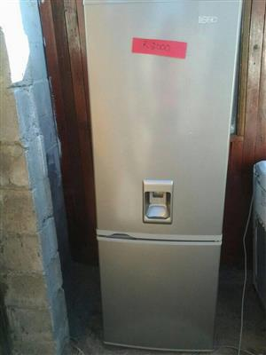 Water dispenser fridge