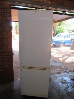 Whirlpool Double door fridge/freezer 393L