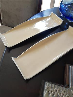 Beige glass snack plates