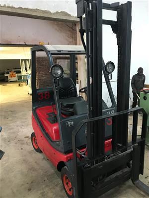 Forklift, LINDE, 1600 kg, 1xGas, 1x Diesel