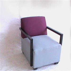 Avanto Maroon Single Seater