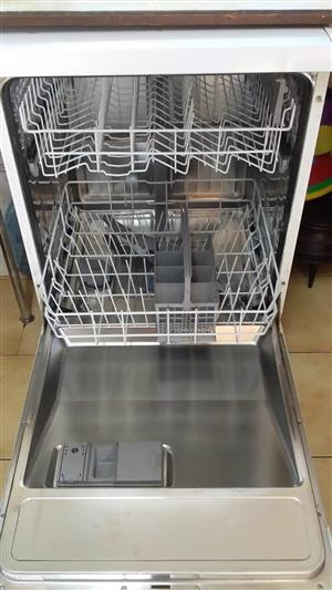 Bosch dishwasher machine urgent sale