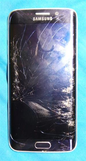 Galaxy s6 Edge - Cracked Screen - R600 - (First come , First serve )