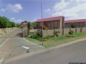 Moreleta Park, 3 Bedroom, 2 Bathroom, Ground floor unit, private garden, Immediately available R8500p/m