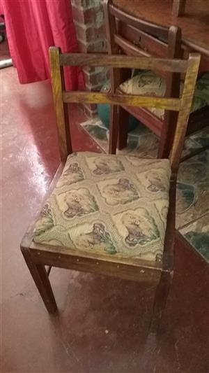 Diningroom chair plus woorde table