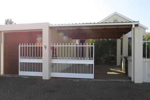 House For Sale in Bergvliet