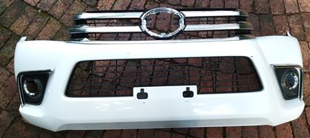 Toyota Hilux GD6 White Front Bumber, Chrome Grill and Bonnet Trim