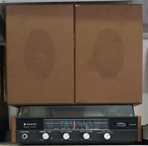 Sanyo Solid State Radio Brown In Colour  Includes Cables and Two speakers In prestine working condition