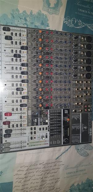 Berhinger Power Mixer 1832FX