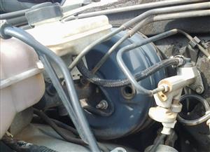Land Rover Discovery 2 Brake Booster,Brake Fluid Bottle & Brake Master Cylinder