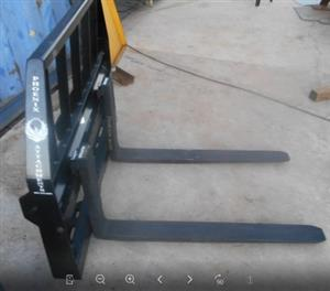 Heavy Duty Fork Attachment with Forks