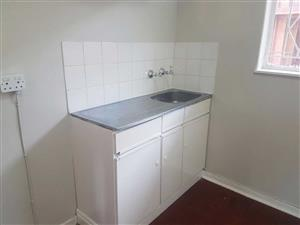 Kenilworth bachelor flat to rent