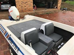Motor Boat, Crestrider, with 85HP outboard motor + galvanised trailer, all included.