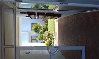 Furnished Renovated and modern Apartment Hermanus