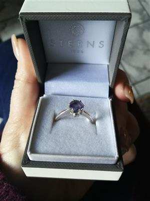 Whitegold tanzanite ring