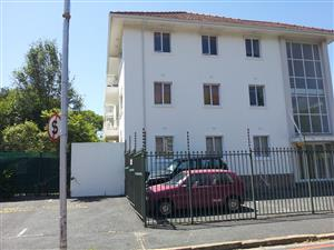 RONDEBOSCH TWO BED FLAT, GARDEN, GARAGE, PARKING BAY
