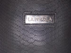 LE PEARLE Black Leather Handbag