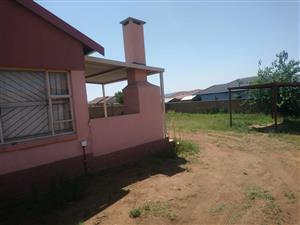 Kirkney, Pretoria, house to let on large 450 m2 stand. 3 bed, 2 bathrooms (1 en-suite), patio/braai area, Walled.