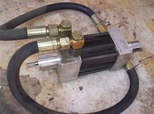 Hydraulic cylinders x 2 plus 2 x valve cartridges