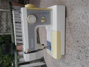Finesse sewing machine. model no  373. Good working condition. Comes with original Finesse case