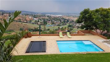 Fully furnished, upmarket, flat-let for the Executive for short or long term Noordkruin Krugersdorp
