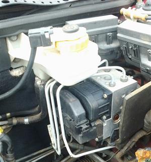 Alfa Romeo 2L T Spark ABS Pump & Brake Fluid Bottle