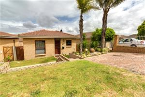 Gorgeous & cosy 2 Bedroom house avail in Protea Village from 1 July @ R8, 900 PM