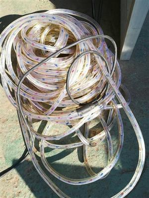 Blou en pienk kabel ligte