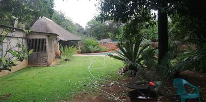 *3 Slaapkamer huis met buite kamer te koop in Pretoria-Noord (Burger str)